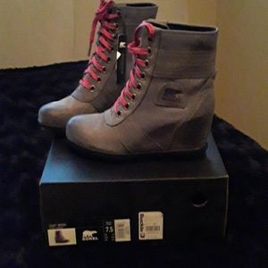 Sorel boots  color is Quarry Gray